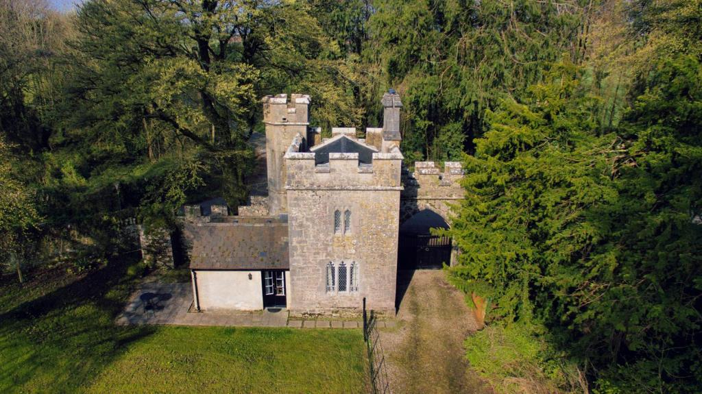 A bird's-eye view of Anne's Grove Miniature Castle