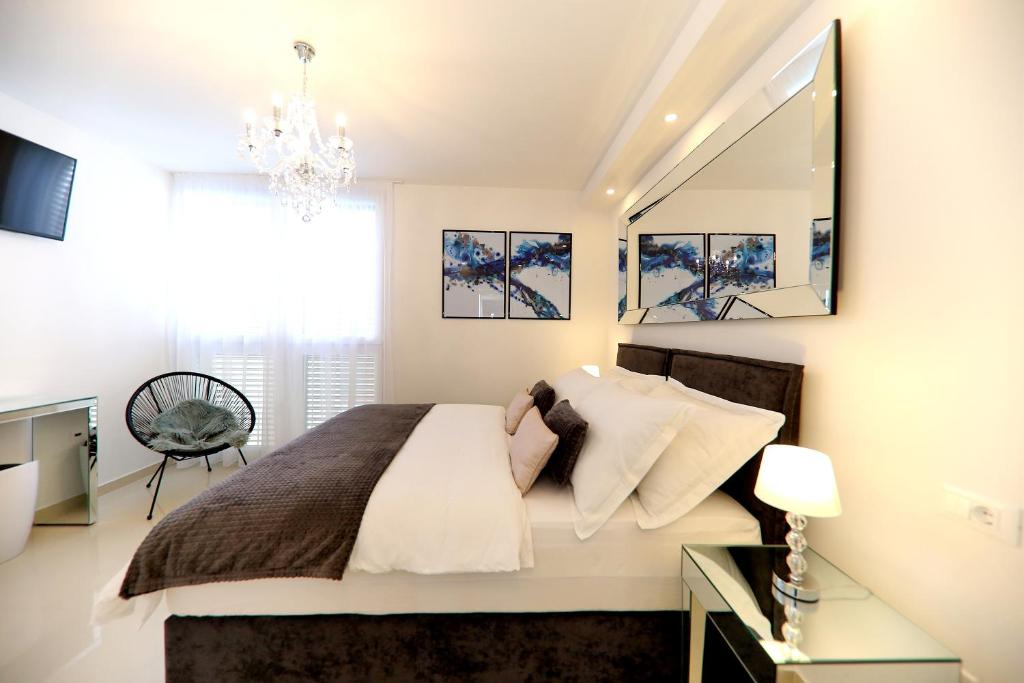 A bed or beds in a room at KIKO Luxury Accommodation