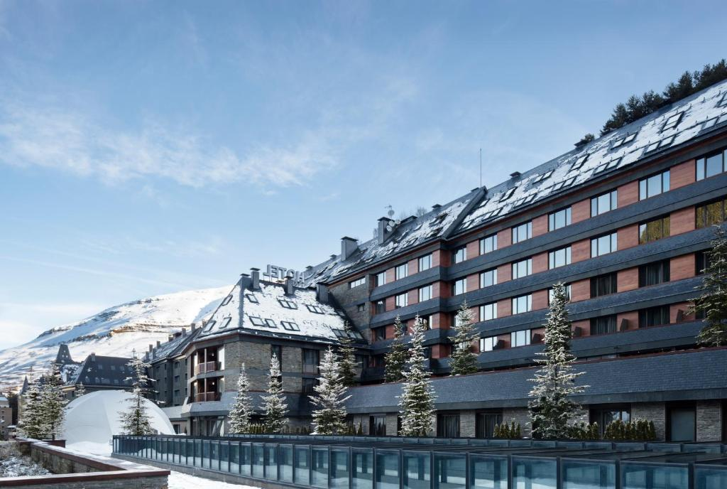 Hotel Val de Neu G.L. during the winter