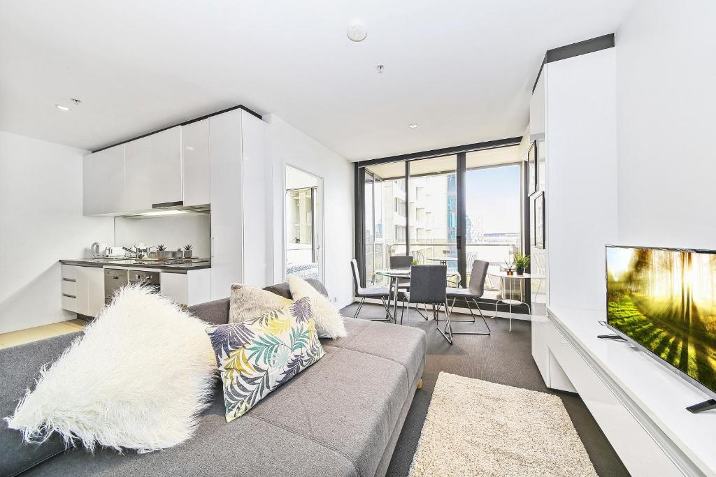 A seating area at A Serene 2BR Suite Next to Southern Cross