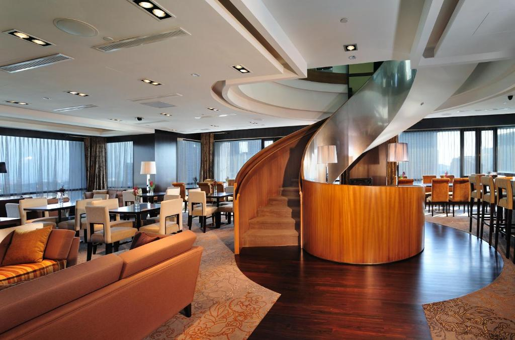 The lobby or reception area at Peninsula Excelsior Hotel