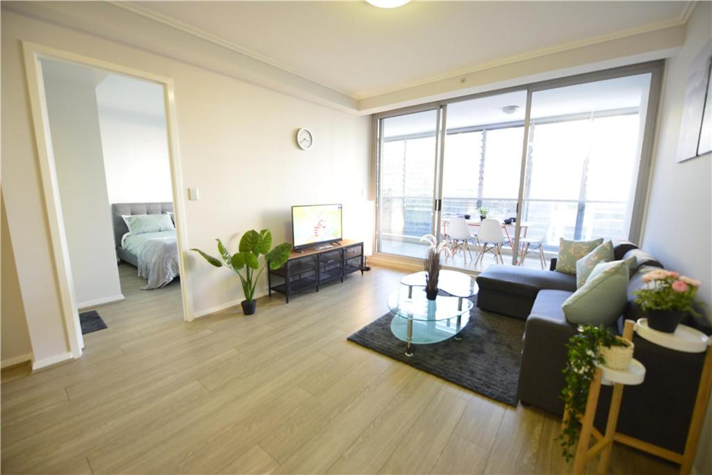 A seating area at Sydney 3 bedroom apt in Chinatown, next to Darling Harbour