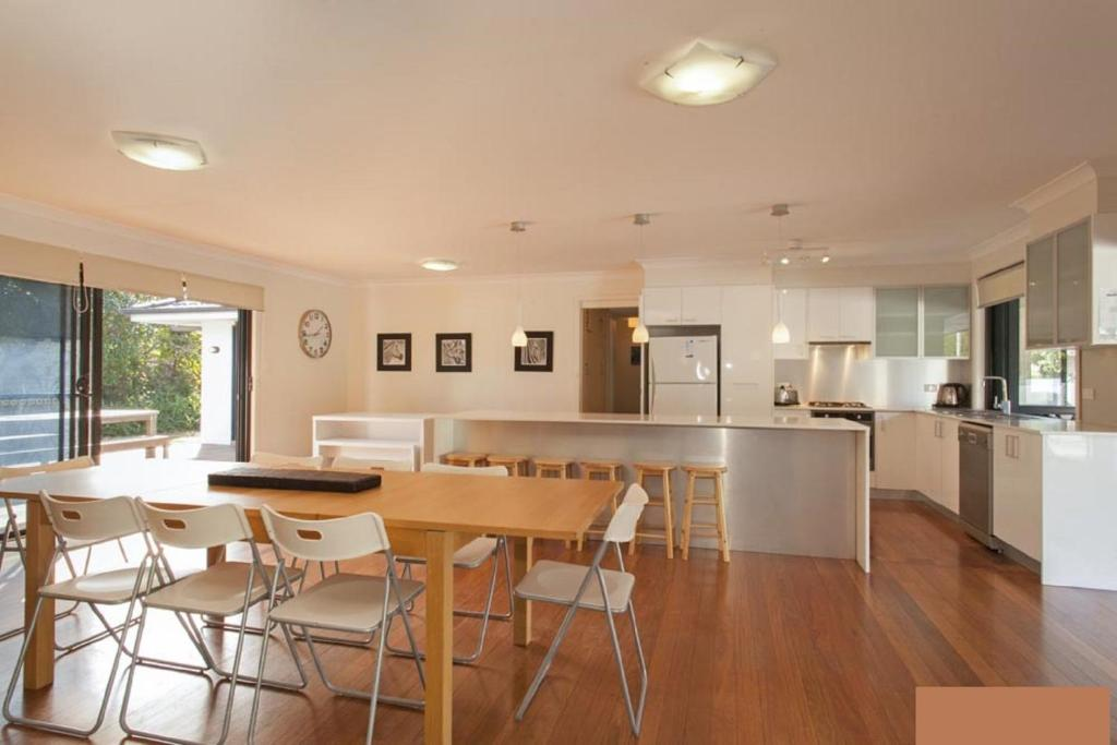 A kitchen or kitchenette at Hibiscus House - Sawtell, NSW
