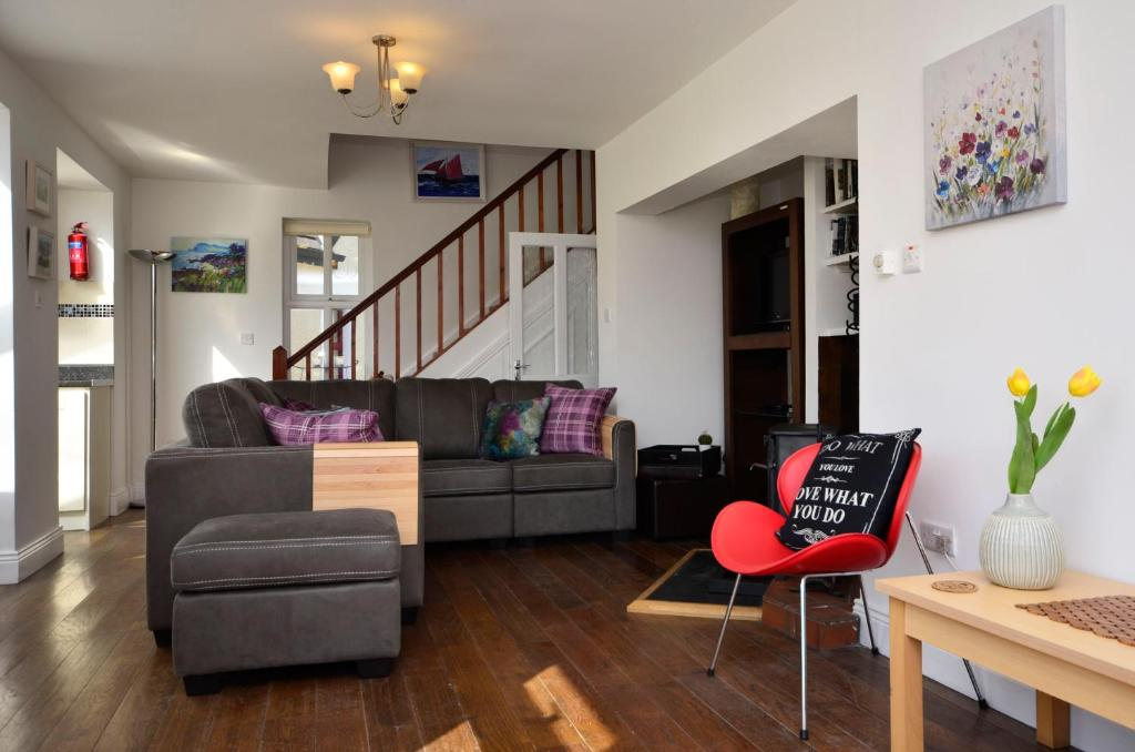 A seating area at Cottage 139 - Clifden