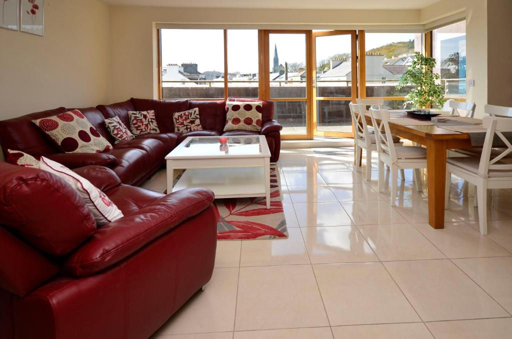 A seating area at Apartment 144 - Clifden