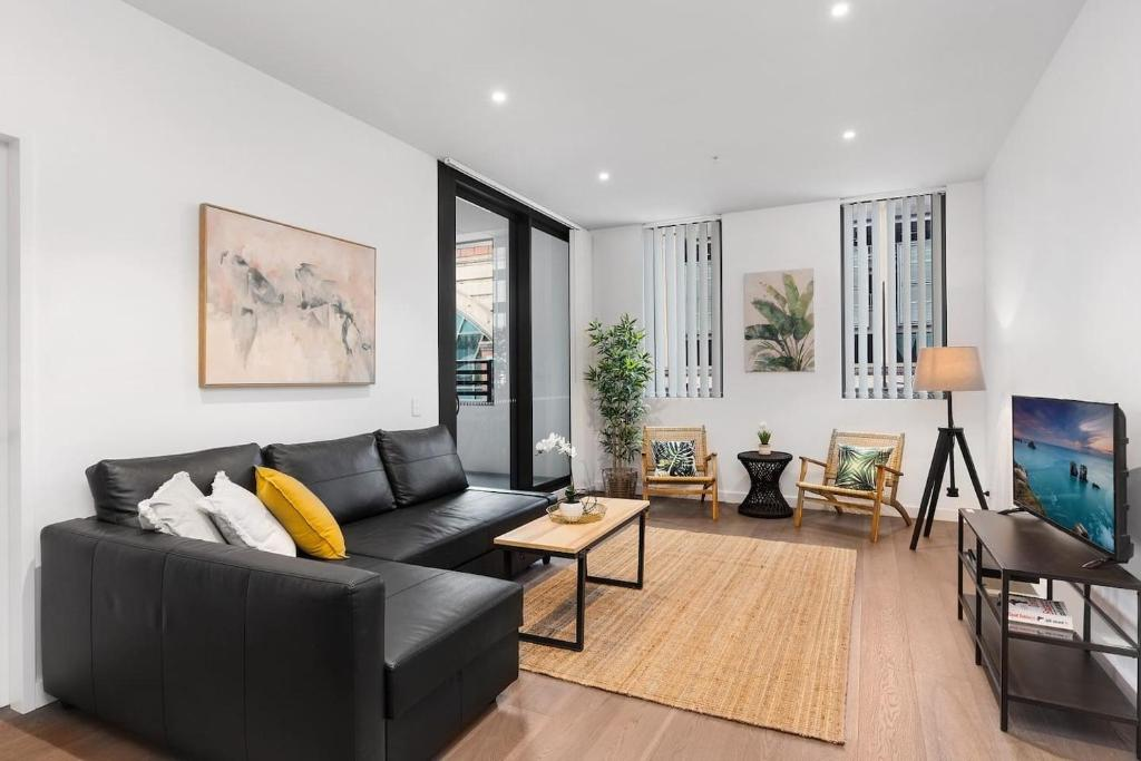 A seating area at MDS88-Modern 2 Bedroom Brand New Apt in Chinatown