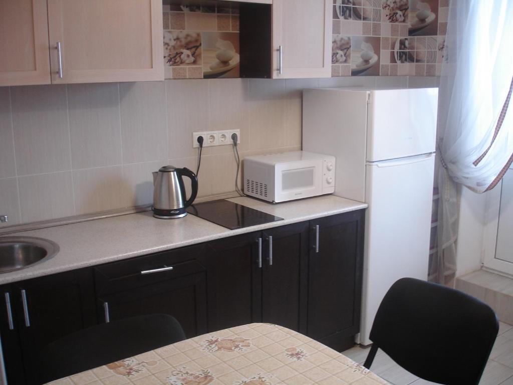 A kitchen or kitchenette at Апартаменты на Центральная 71к2