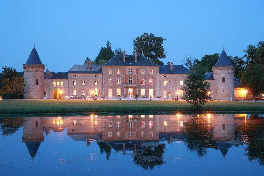 The swimming pool at or near Le Domaine Chateau du Faucon