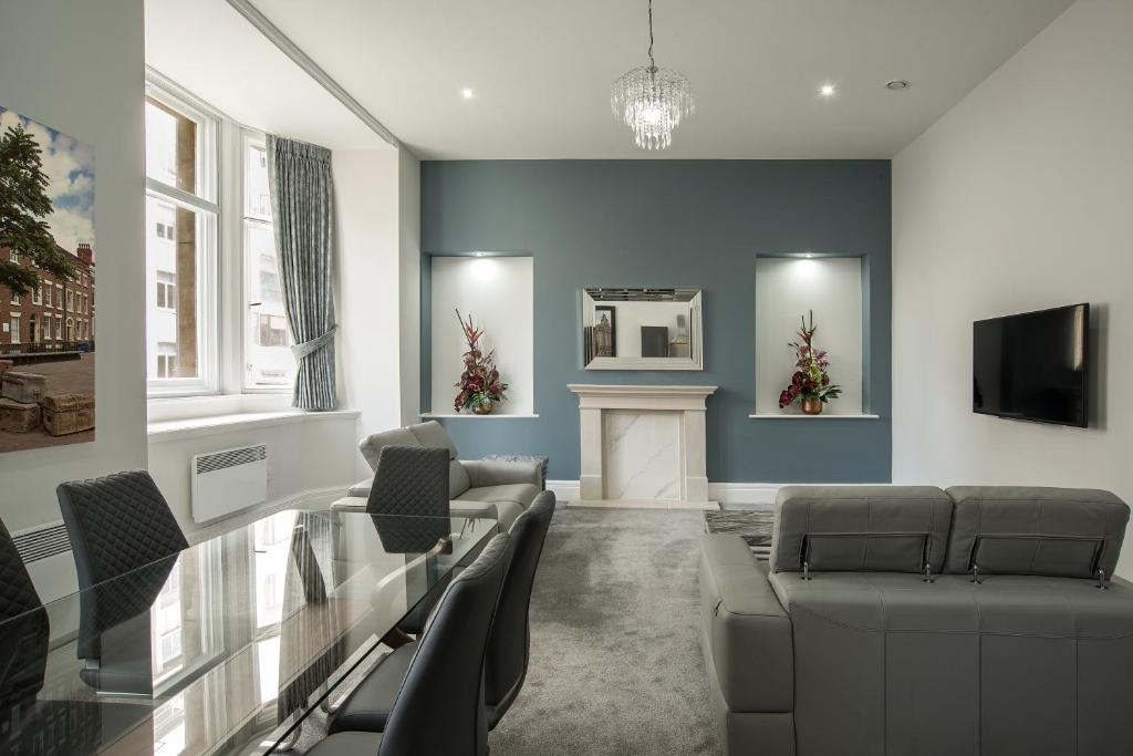 A seating area at The Castle Collection - 42 Castle Street