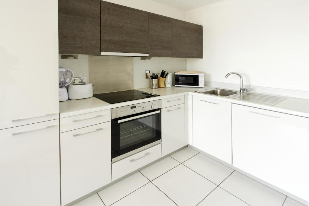 A kitchen or kitchenette at Abodebed KD Tower