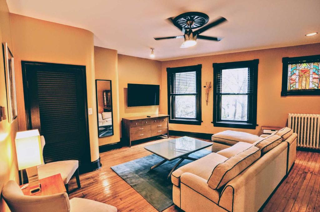 A seating area at 1305 Northwest Rhode Island Apartment #1071 Apts