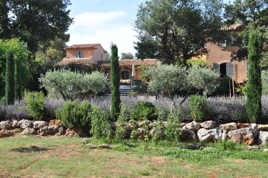 Jardin de l'établissement Le Clos Geraldy - Charming B&B et Spa