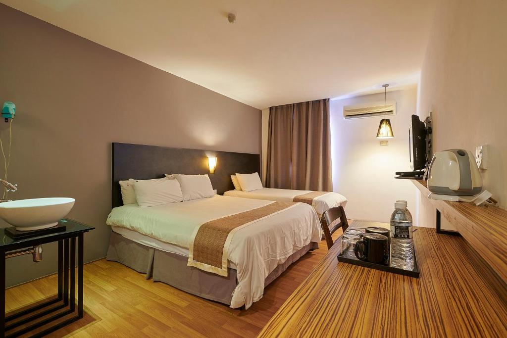 A bed or beds in a room at The Leverage Lite Hotel - Kuala Kedah