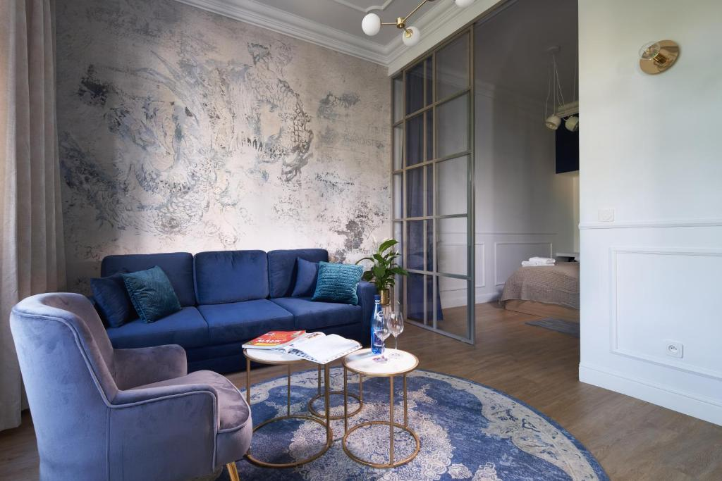 A seating area at OneApartments - Sun & Sopot