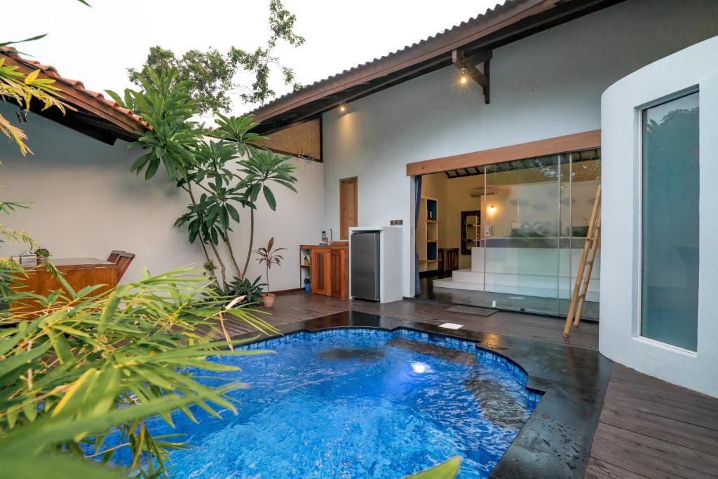 The swimming pool at or close to Stay Shark Villas Gili Air
