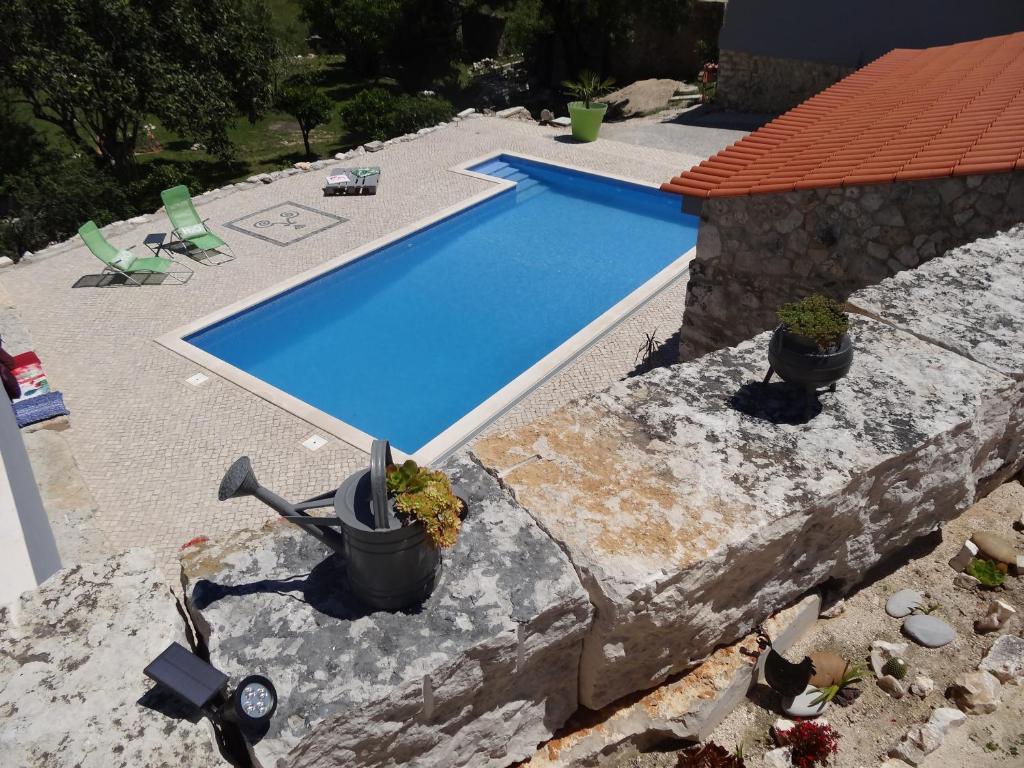 Vue sur la piscine de l'établissement Casa da Riguerinha ou sur une piscine à proximité