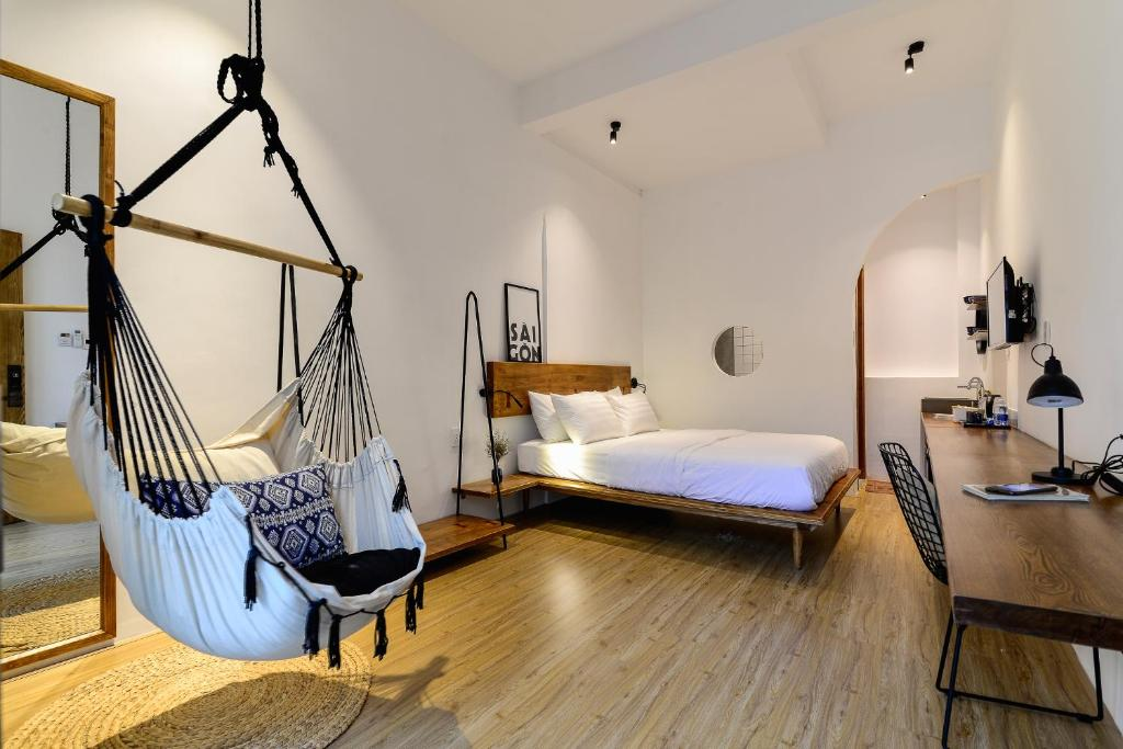A bed or beds in a room at The Hut Boutique Hotel-Notre Dame
