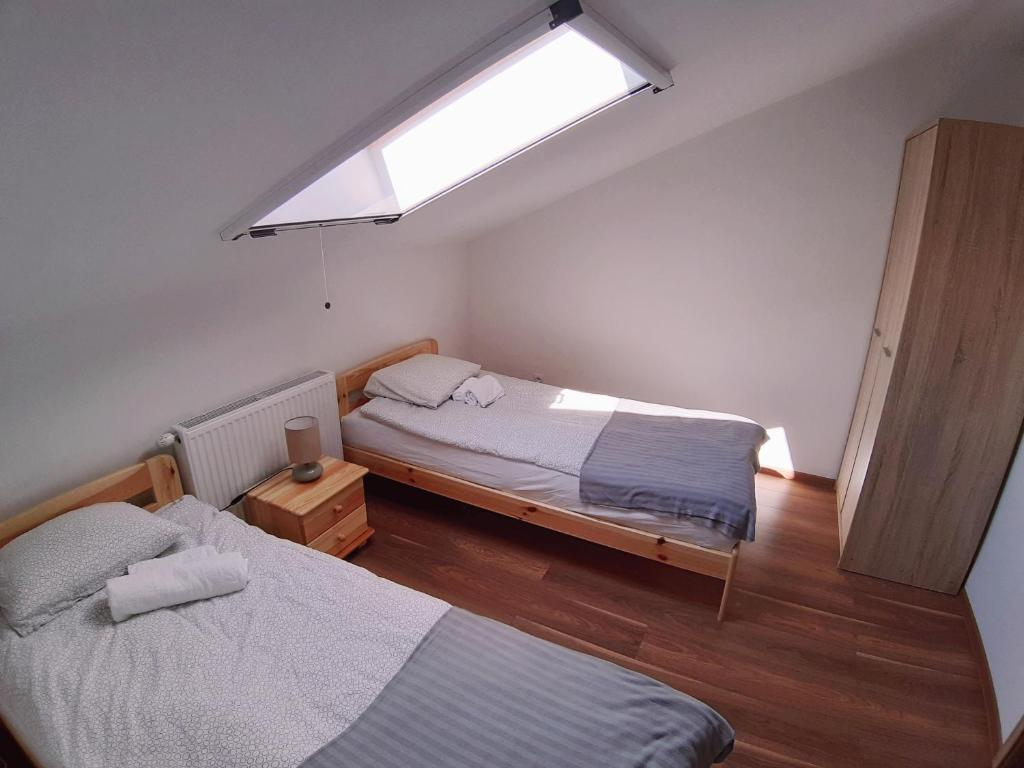 A bed or beds in a room at Apartamenty Ślesin
