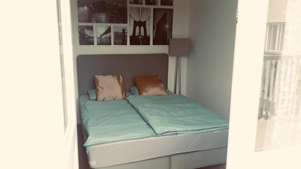 Een bed of bedden in een kamer bij HOME for dreamers! Big terrace&near river/center