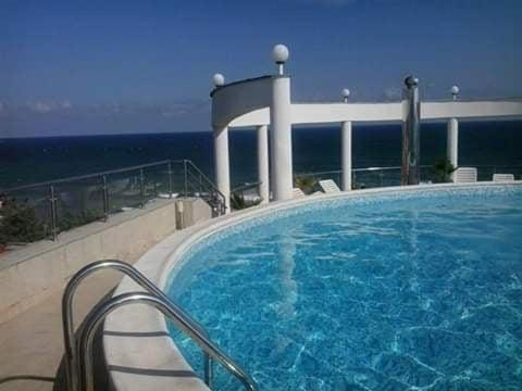Bazén v ubytování Vista Del Mar Ap 22 nebo v jeho okolí