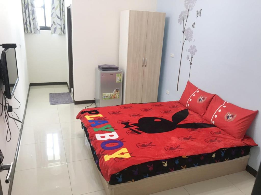 A bed or beds in a room at Comfy Zhongzheng