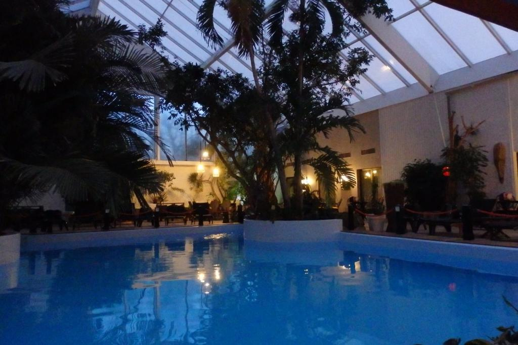 The swimming pool at or close to Hotel Tropical
