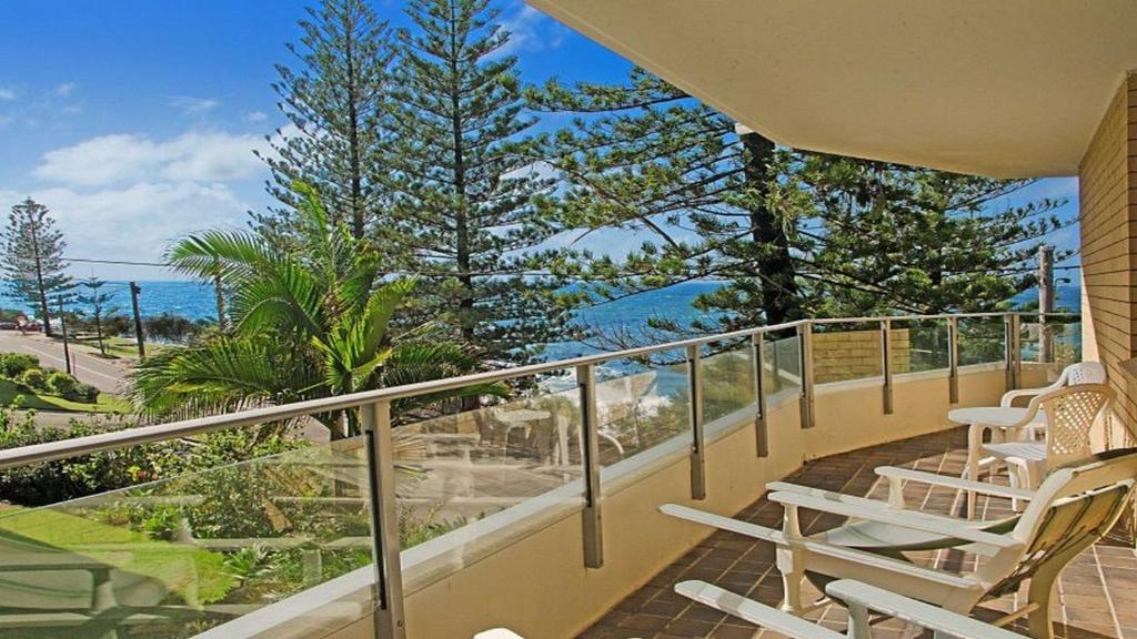 A balcony or terrace at By The Sea Unit 4, 13 Esplanade, Kings Beach