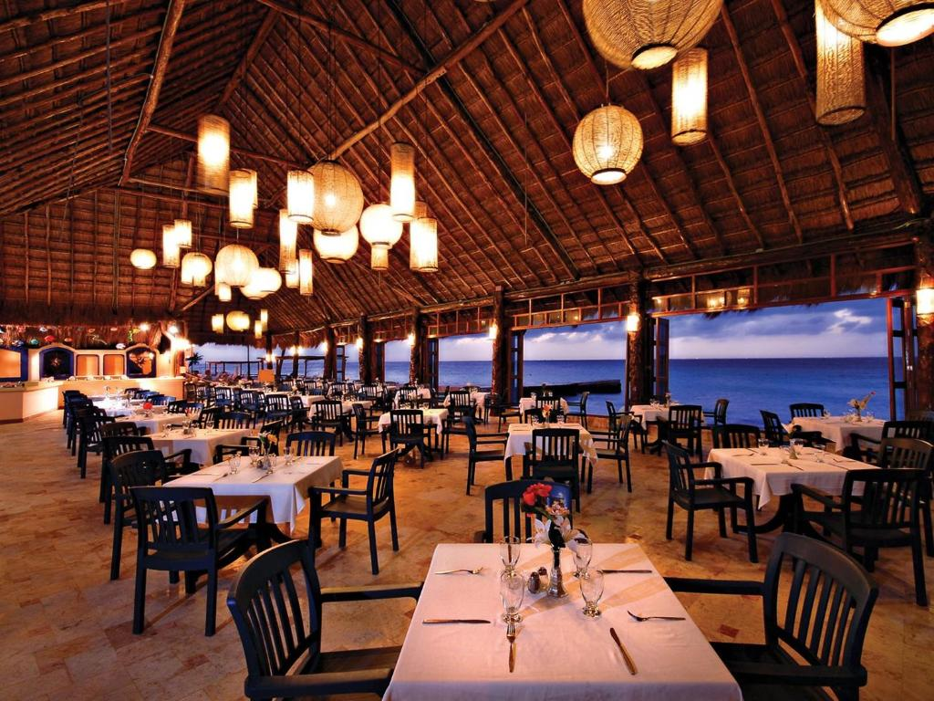 A restaurant or other place to eat at El Cozumeleño Beach Resort - All Inclusive