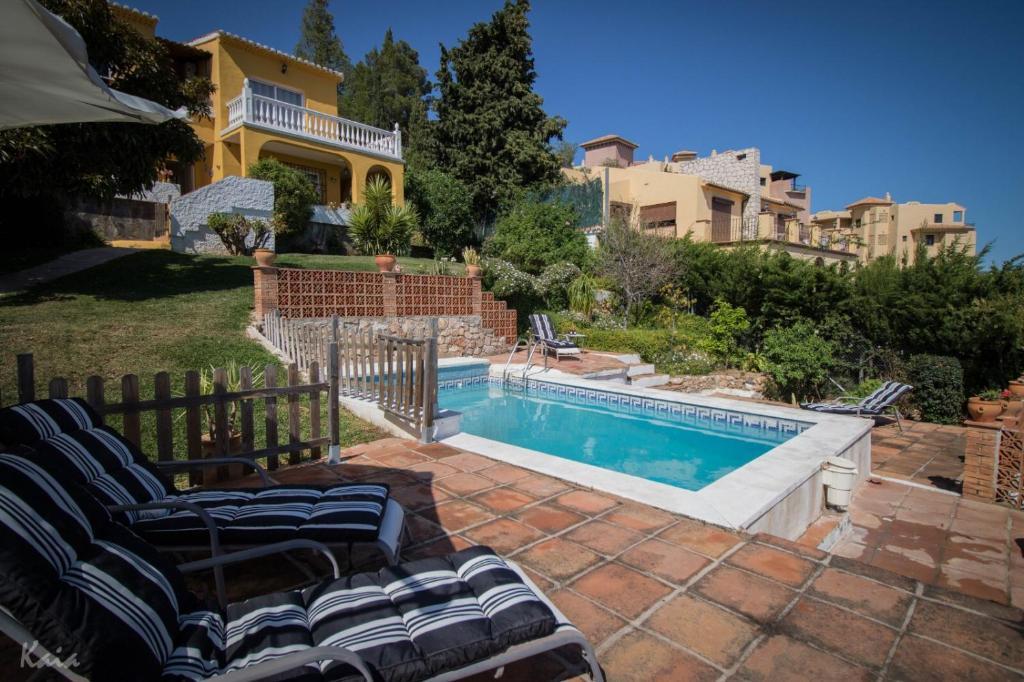The swimming pool at or near Villa La Tuna