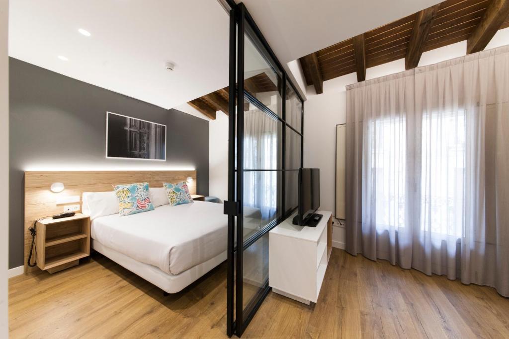 Cama o camas de una habitación en Antique Pamplona Tres Reyes Apartments