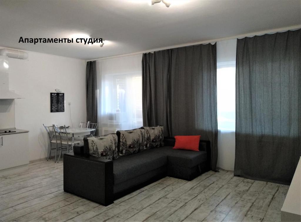 A seating area at Апартаменты на пр. 40-летия Победы