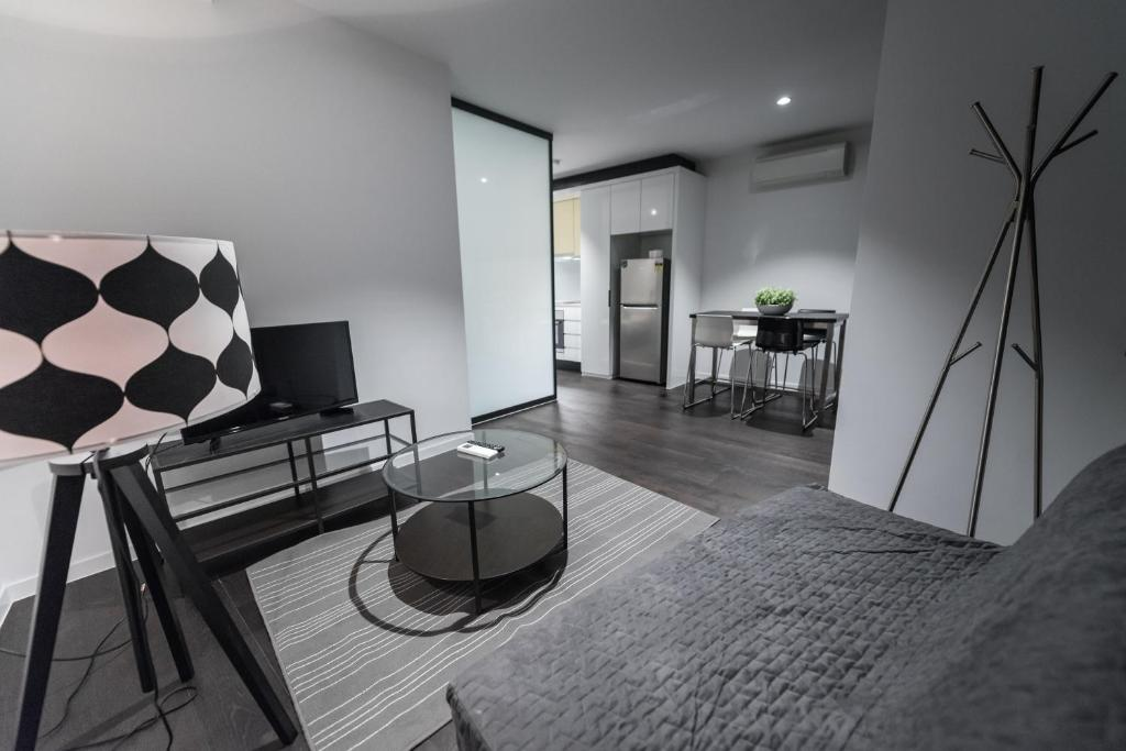 A seating area at Sapphire Suites in Melbourne CBD