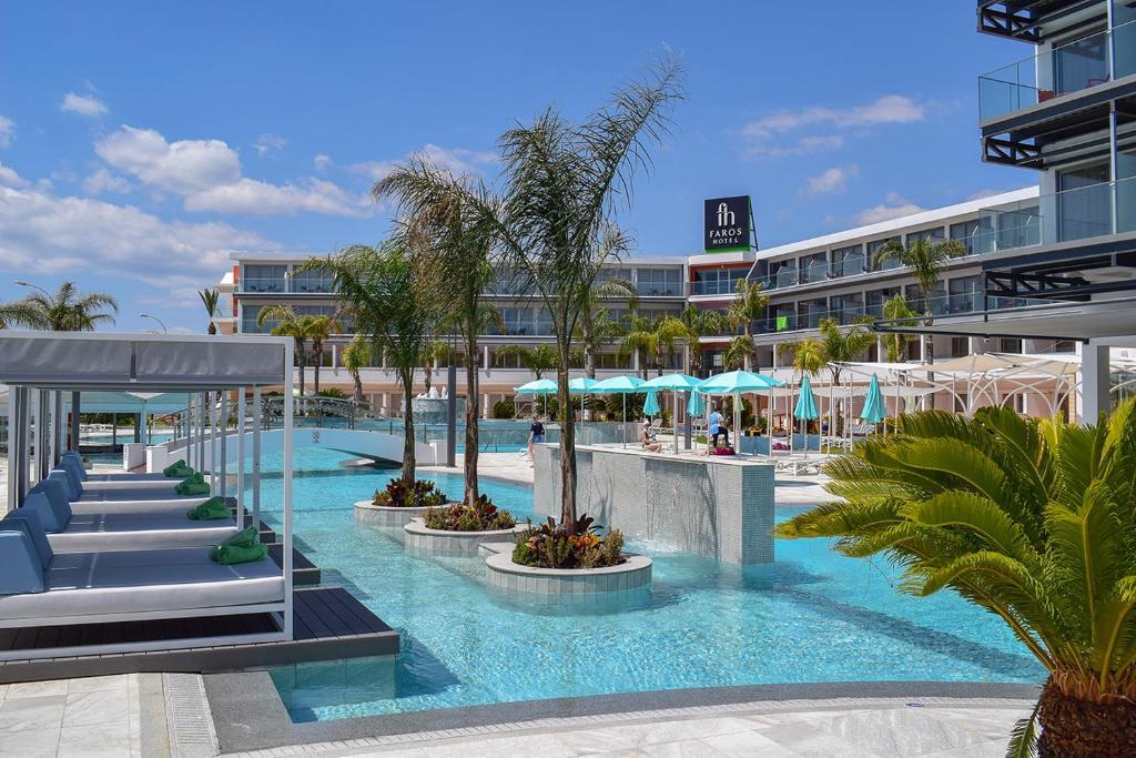 Der Swimmingpool an oder in der Nähe von Faros Hotel Ayia Napa