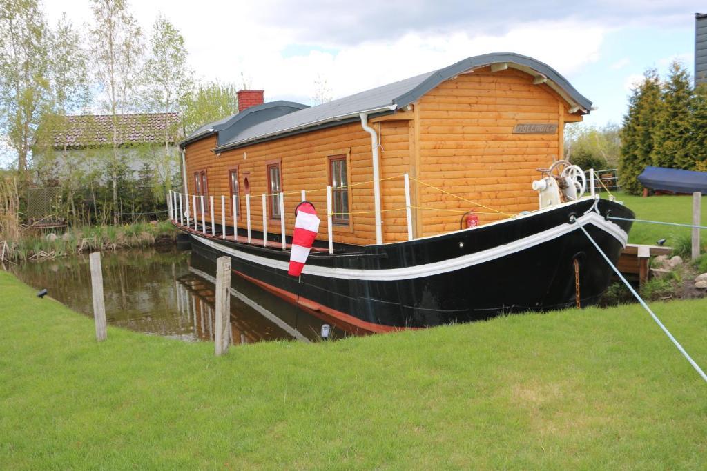 """Dutch hausboat """"MOLENDIEP"""" built 1909"""