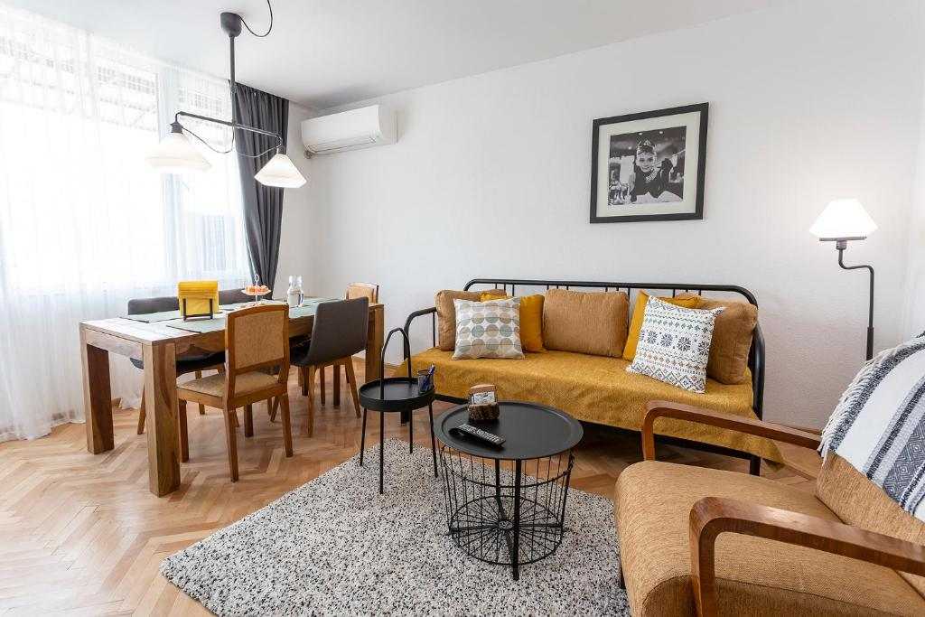 A seating area at Milka Apartments