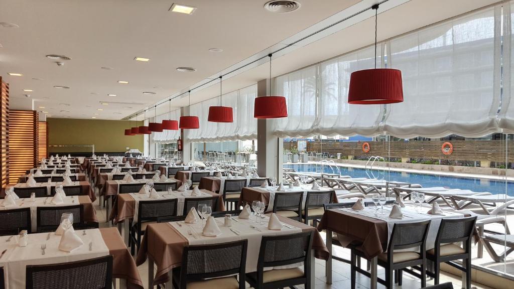 Een restaurant of ander eetgelegenheid bij Cesar Augustus