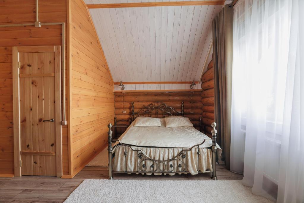 """Кровать или кровати в номере """"Татьянин дом"""" с баней и бассейном"""