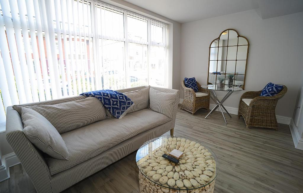 A seating area at Twelve Apartments