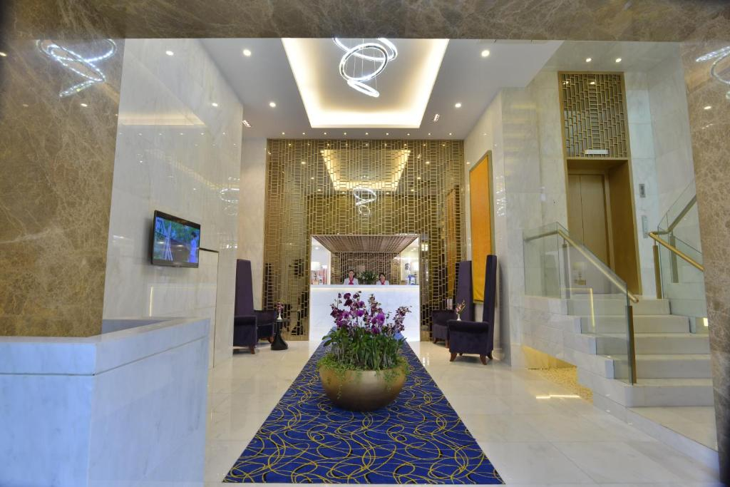 The lobby or reception area at BEST WESTERN Chinatown Hotel