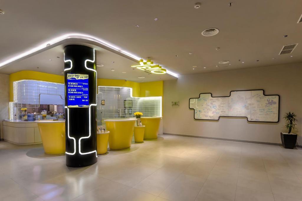 Yello Hotel Jemursari, Surabaya - Harga Terbaru 2021