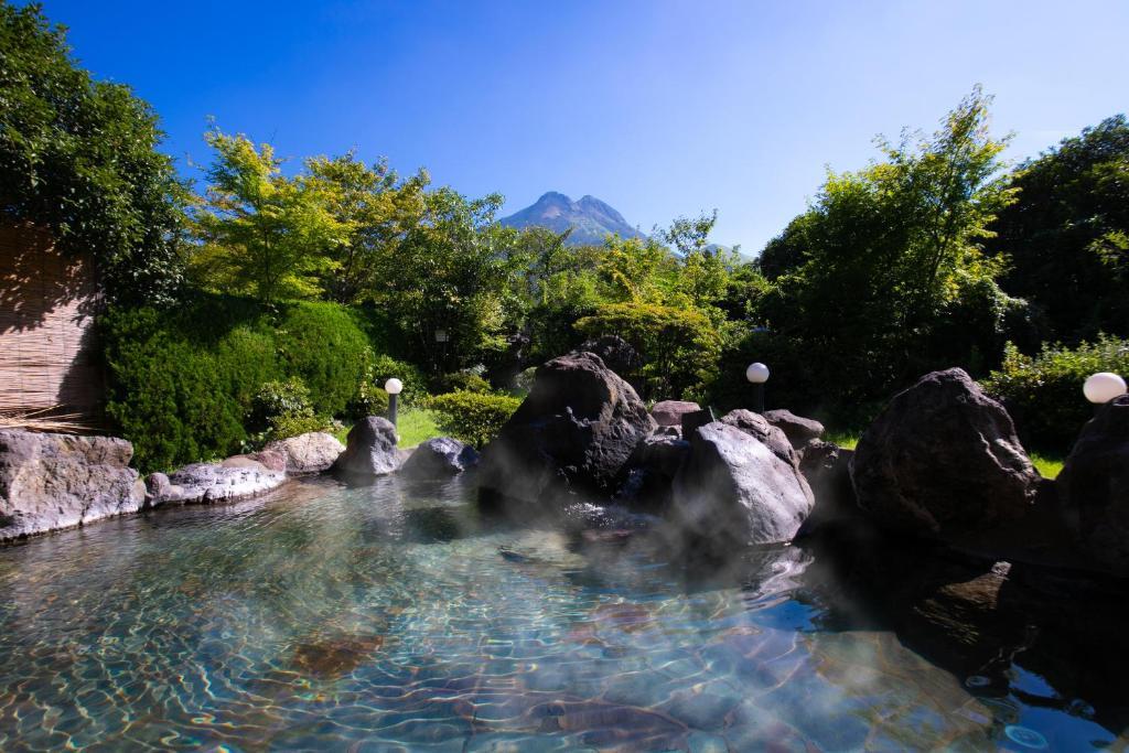 湯布院山水館日式旅館游泳池或附近泳池