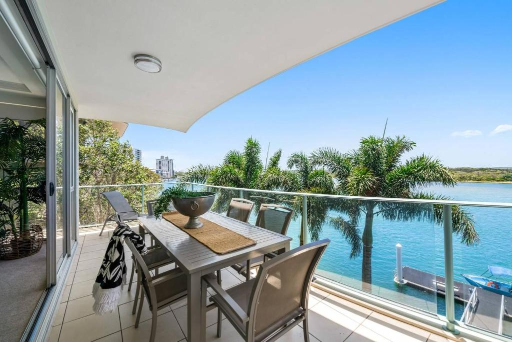A balcony or terrace at Luxury Waterfront Maroochydore Free Wine Netflix Parking