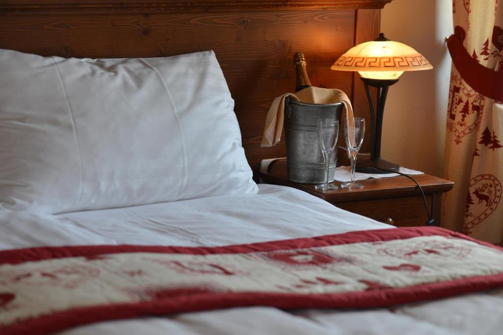 Ein Bett oder Betten in einem Zimmer der Unterkunft Hôtel de Gruyères