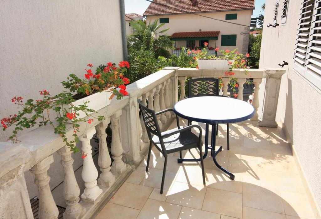 Balkón nebo terasa v ubytování Apartments with a parking space Vodice - 2995