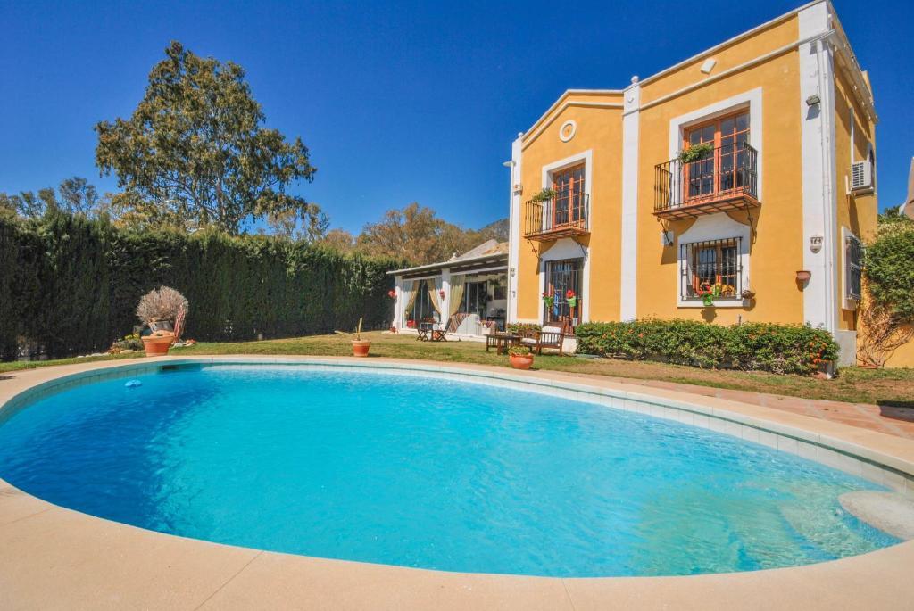 The swimming pool at or near Villa CaraVane
