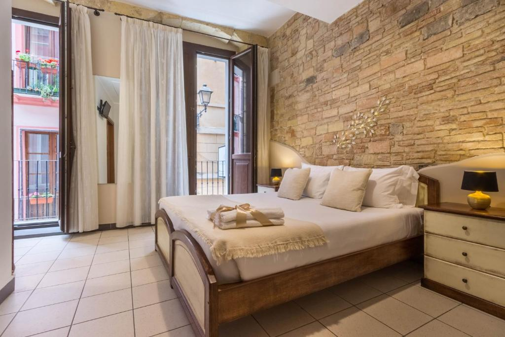 A bed or beds in a room at Arcobaleno Rooms