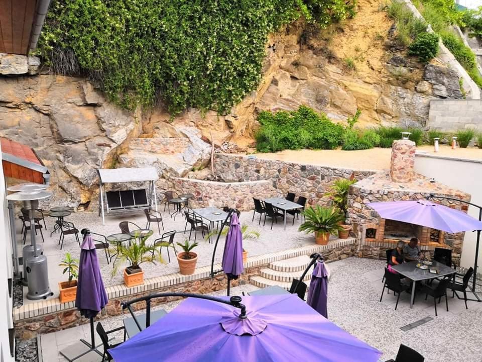 Výhled na bazén z ubytování Penzion Laskala Tišnov nebo okolí