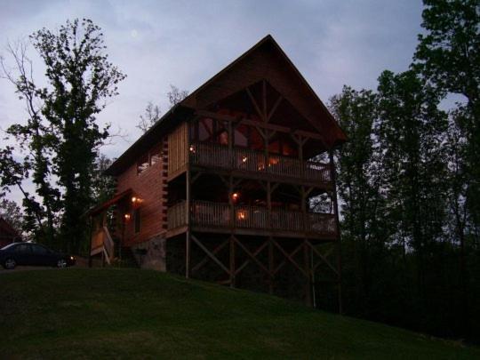 Bear Necessities Cabin in Starrcrest Resort