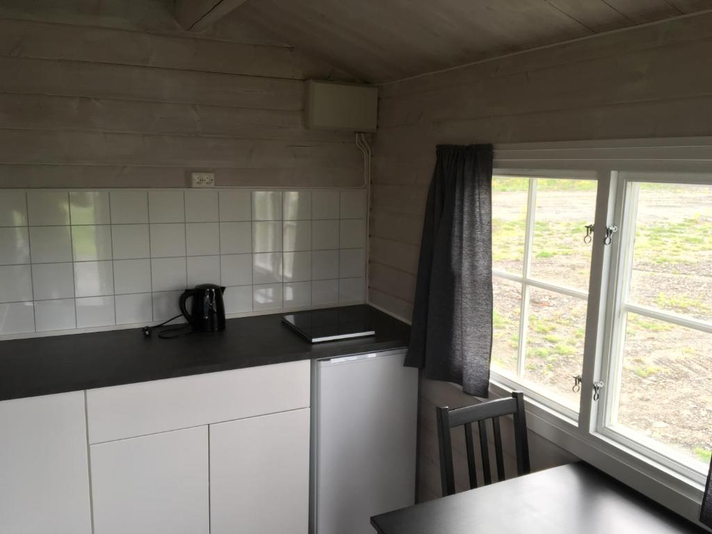 A kitchen or kitchenette at Onsakervika Camping