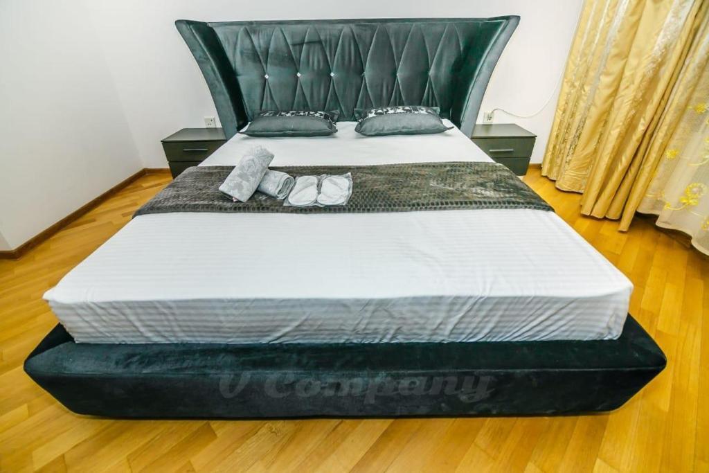 Cama ou camas em um quarto em Sadik Akhundovoy Apartment